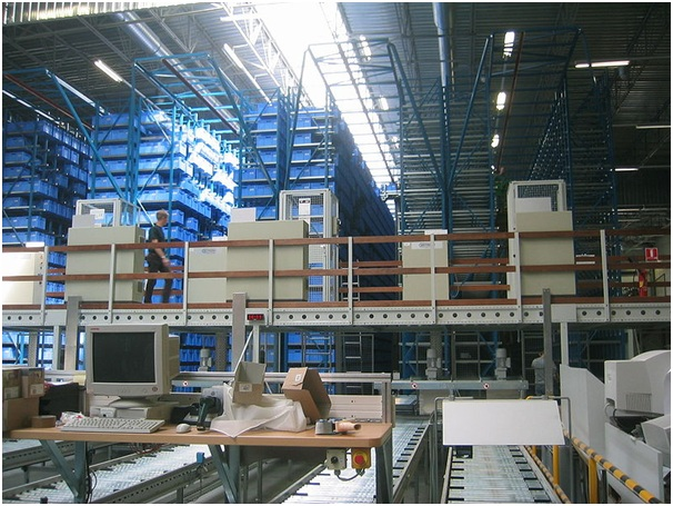 Managing a Cold Storage Warehouse